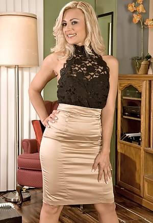 MILF Skirt Porn Pictures