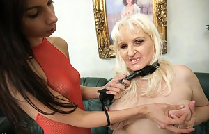 MILF Choking Porn Pictures