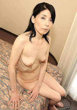 Skinny MILF Porn Pictures