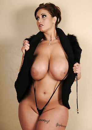 Busty MILF Porn Pictures
