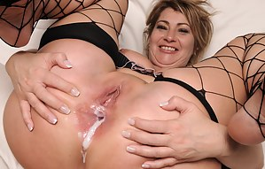 MILF Anal Creampie Porn Pictures