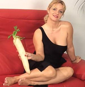 MILF Sex Toys Porn Pictures