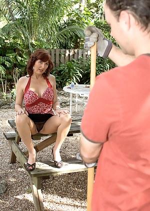 MILF Seduction Porn Pictures
