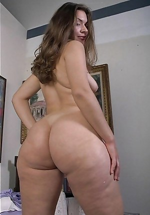 Fat Ass MILF Porn Pictures